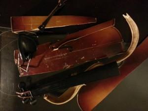 Smash-violin